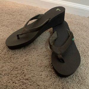 Sanuk wedge sandals size 10